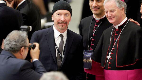 U2'nun baş gitaristi 'The Edge', Vatikan'da - Sputnik Türkiye
