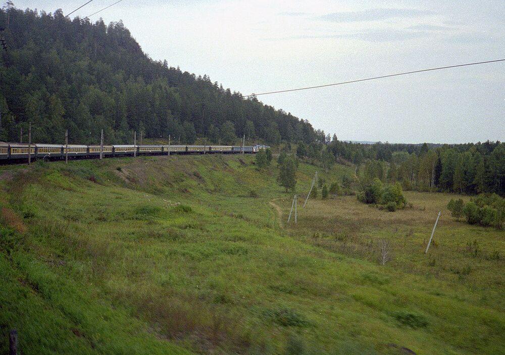 Rusya boyunca uzanan Trans Sibirya tren yolu, 9 bin 289 kilometrelik yolculuk hattıyla dünyanın en uzunu. Moskova'dan başlayan bu tren yolu, Asya içinde ilerliyor ve Vladivostok limanında sona eriyor. Yolculuk, ilk duraktan son durağa toplamda 152 saat 27 dakika sürüyor. 1916 yılında inşa edilen yol, zaman içinde uzatılıyor.