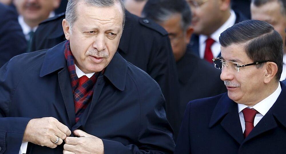Davutoğlu, Erdoğan'a istifa mektubuyla gitmemeye ikna edildi' - Sputnik Türkiye