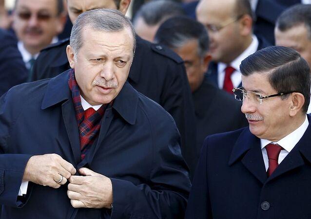 Cumhurbaşkanı Recep Tayyip Erdoğan ve Başbakan Ahmet Davutoğlu