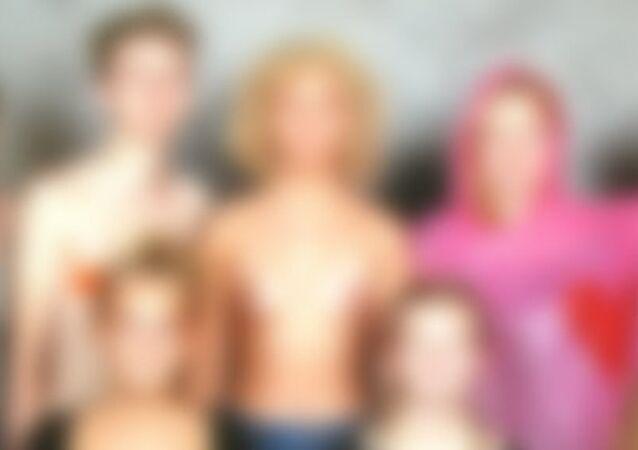 Okul yıllığındaki çıplak fotoğraf tartışma yarattı
