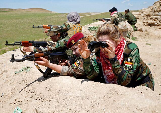 IŞİD'e karşı savaşan Kürt ve Ezidi kadınlar