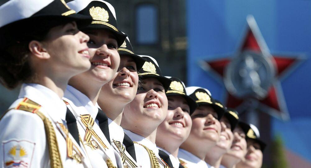 Hrulev Lojistik Harp Akademisi kız öğrencileri ilk kez Zafer Günü geçidinde