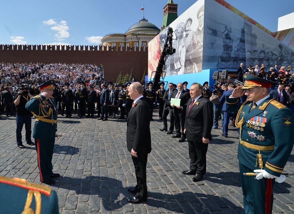 Rusya Devlet Başkanı Vladimir Putin Zafer Günü'nde