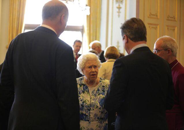 İngiltere Başbakanı David Cameron'un, Afganistan ve Nijerya'nın 'yolsuzlukla mücadelesiyle' ilgili Kraliçe Elizabeth'e yaptığı yorumlar, mikrofonlara yansıdı.