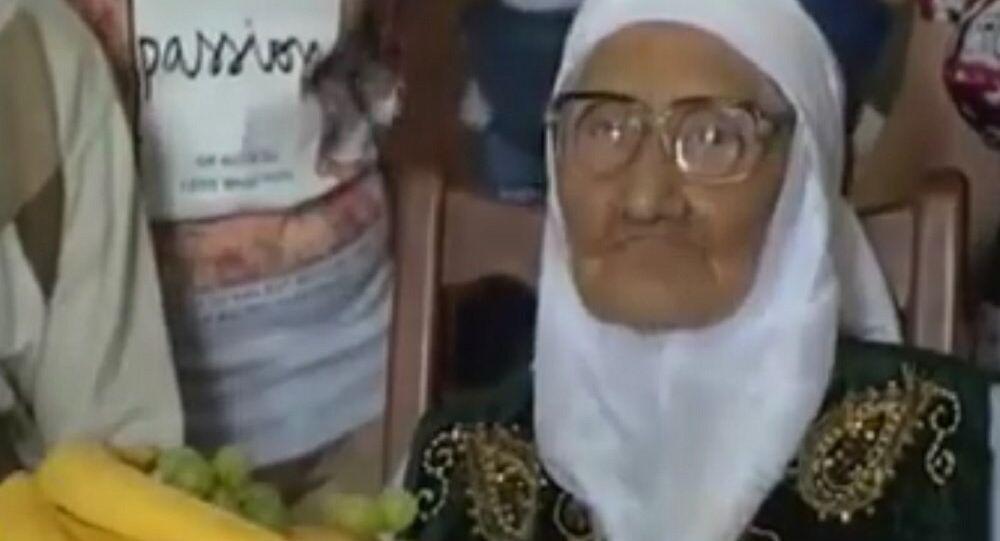 120 yaşındaki Tanzilya Bisembeyeva dünyanın en yaşlı insanı unvanı ile Rusya Rekorlar Kitabı'na girdi.