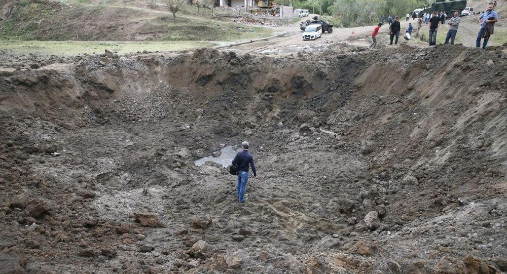 Diyarbakır'ın merkez Sur ilçesinde meydana gelen, 4 kişinin öldüğü, 22 kişinin yaralandığı patlamanın etkisi gün ağarınca ortaya çıktı.