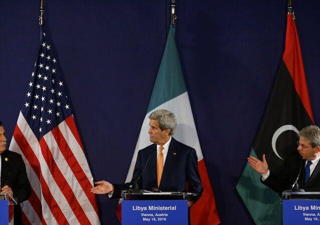 ABD Dışişleri Bakanı John Kerry, İtalya Dışişleri Bakanı Paolo Gentiloni ve Libya Başbakanı Fayez Sarraj