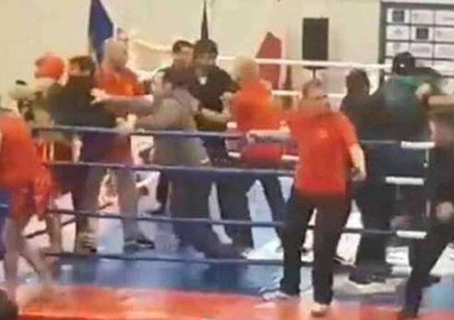 Avrupa Kung Fu Şampiyonası'nda Azeri ve Ermeni sporcular kavga etmeye başlamasıyla ortalık savaş alanına döndü.