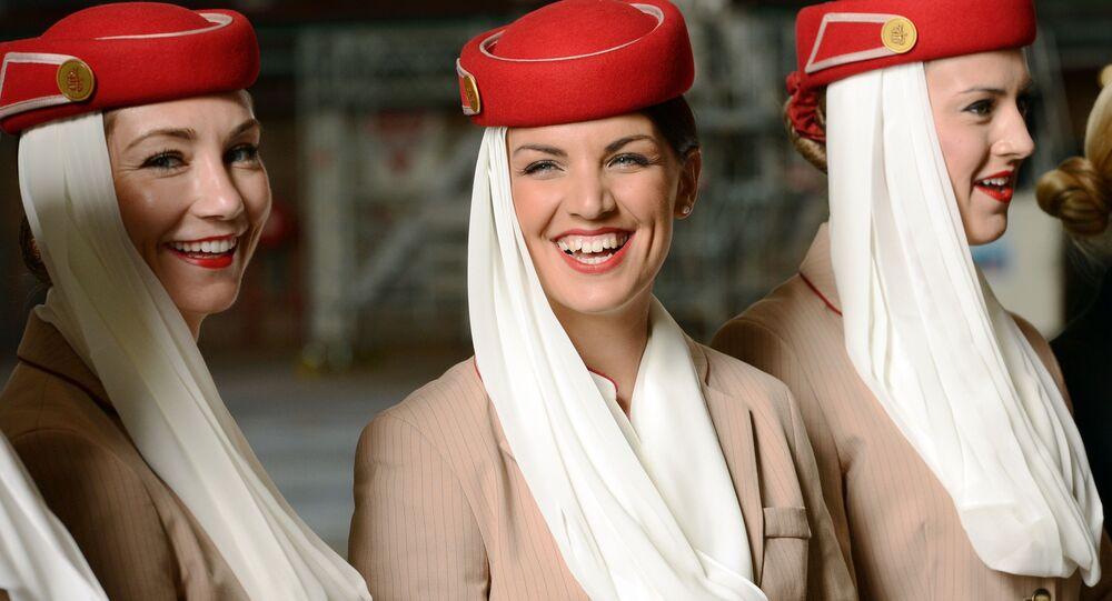 Dünyanın en şık hostes üniformalarına sahip Emirates Havayolları hostesleri