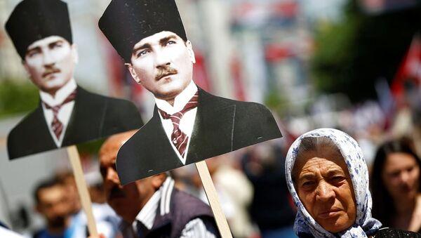 19 Mayıs Atatürk'ü Anma Gençlik ve Spor Bayramı, İstanbul'da kutlandı. - Sputnik Türkiye