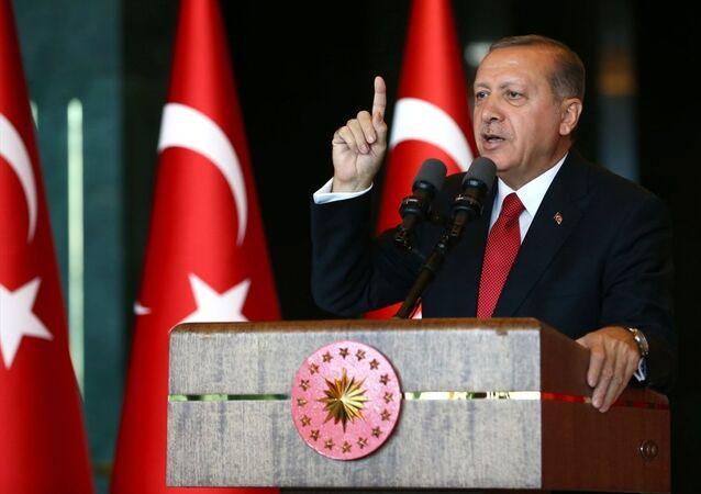 Cumhurbaşkanı Recep Tayyip Erdoğan, Cumhurbaşkanlığı Külliyesi'nde, 19 Mayıs Atatürk'ü Anma, Gençlik ve Spor Bayramı dolayısıyla verilen resepsiyonda, gençler ve sporcuları kabul etti.