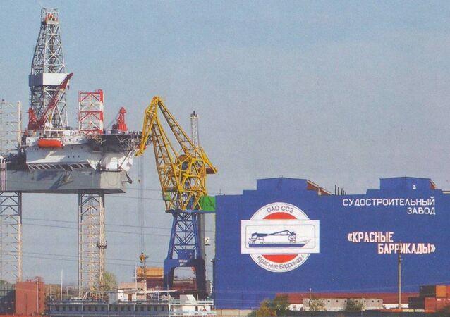 Rusya'nın Astrahan şehrinde bulunan Krasnye Barrikady tersanesi ve İran'ın Sadid Industrial Group şirketi arasında 5 sondaj platformunun yapımına ilişkin anlaşma imzalandı.