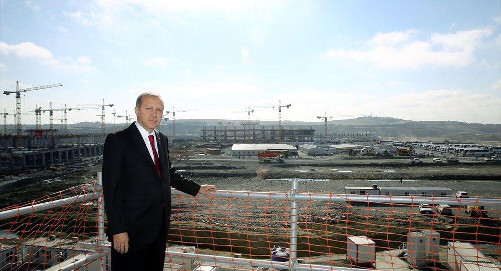 Cumhurbaşkanı Recep Tayyip Erdoğan, 3. havalimanı inşaatında.