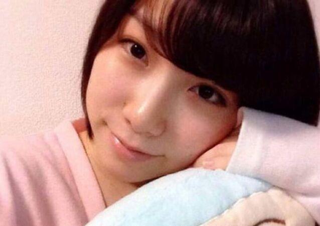 Japon pop şarkıcısı Mayu Tomita