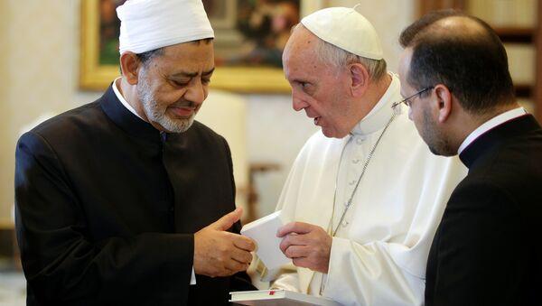 Papa Francis - Mısır'daki El Ezher Üniversitesi'nin Baş İmamı Şeyh Ahmed el Tayib - Sputnik Türkiye