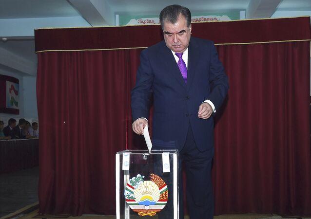 Tacikistan'da Devlet Başkanı İmamali Rahman