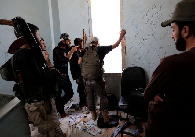Fetih Ordusu için savaşan Ceyş'ül Sunne militanları / Halep