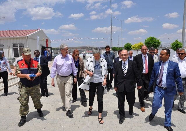 Birleşmiş Milletler Genel Kurulu Başkanı Mogens Lykketoft ve beraberindeki heyet, Gaziantep'in Nizip ilçesinde Suriyeli sığınmacıların barındığı konteyner kenti ziyaret etti.