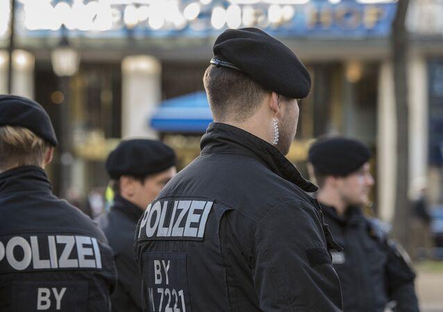 Alman polisi.