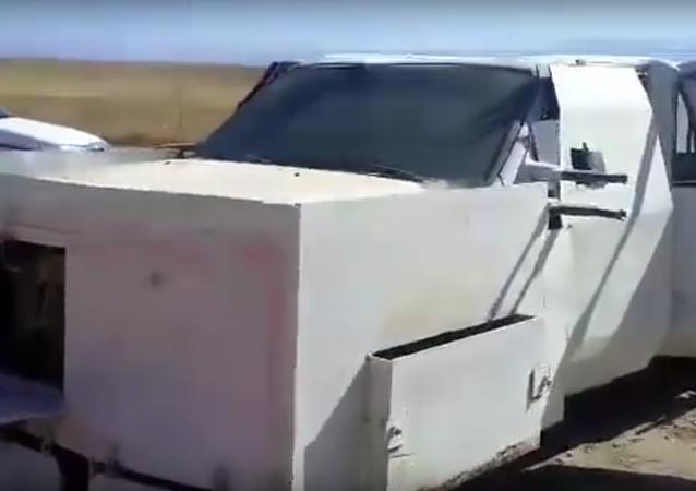 IŞİD'den Mad Max stili saldırı arabası.