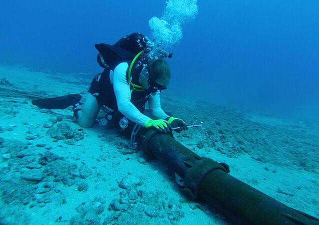 Denizin altından geçen kablolar