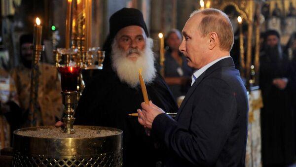Rusya Devlet Başkanı Vladimir Putin, Rus manastırının 1000. yıldönümü çerçevesinde 'kutsal tepe' anlamına gelen Aynoroz'da. - Sputnik Türkiye