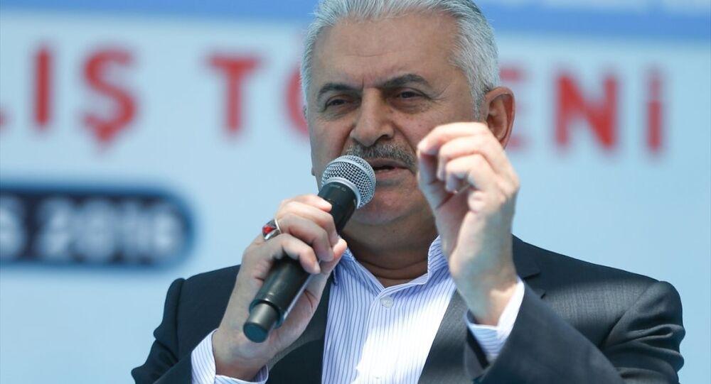 Başbakan Binali Yıldırım, Anıt Park'ta düzenlenen Diyarbakır Havalimanı yeni terminal binası açılışı ve yapımı tamamlanan tesislerin hizmete alım törenine katılarak konuşma yaptı.