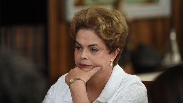 Brezilya'da geçici olarak görevinden uzaklaştırılan Devlet Başkanı Dilma Rousseff - Sputnik Türkiye