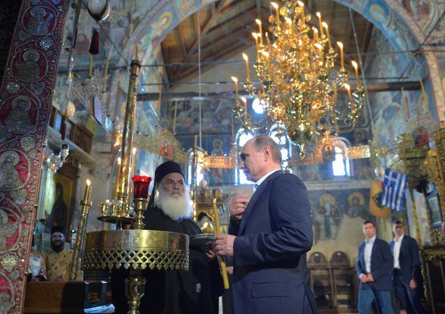 Rusya Devlet Başkanı Vladimir Putin, St. Panteleimon Rus manastırının kuruluşunun 1000. yıldönümü çerçevesinde Yunanistan'daki 'kutsal tepe' Aynoroz'a gitti.