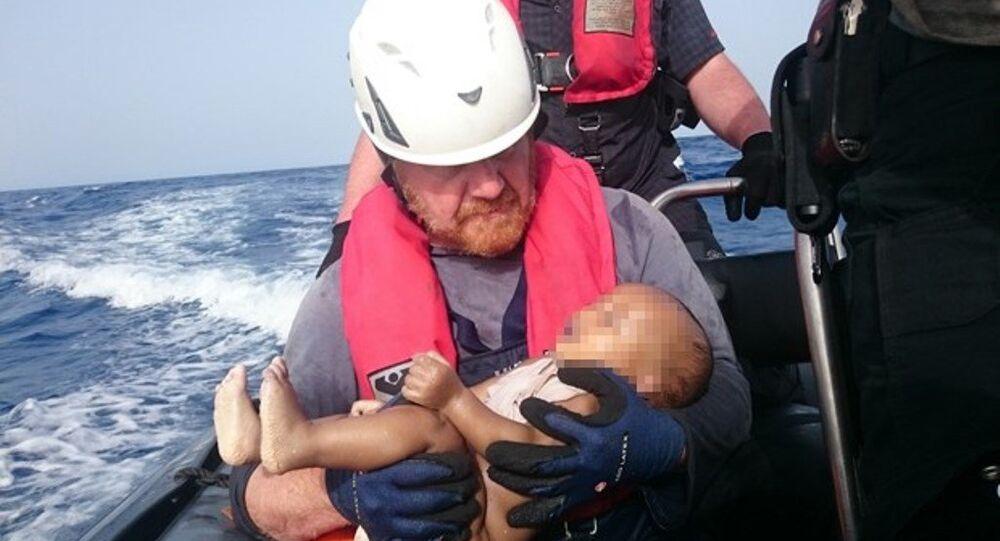 Libya açıklarında bir göçmen teknesinin batması sonucu hayatını kaybeden bebek
