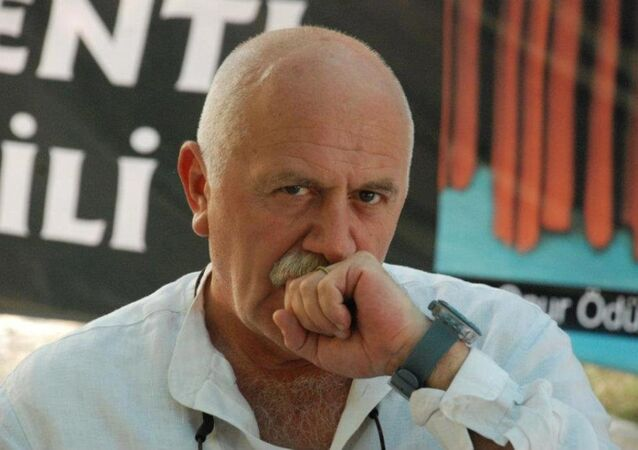 Tiyatro sanatçısı ve soL Portal köşe yazarı Orhan Aydın