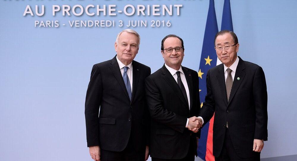 Fransa Dışişleri Bakanı Jean-Marc Ayrault, Fransa Cumhurbaşkanı François Hollande ve BM Genel Sekreteri Ban Ki-mun Paris'te düzenlenen Ortadoğu Barış Süreci Bakanlar Toplantısı'nda bir araya geldi.