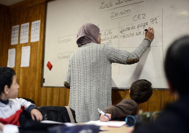 Fransız bakanın ilkokullarda Arapça planı tepki çekti