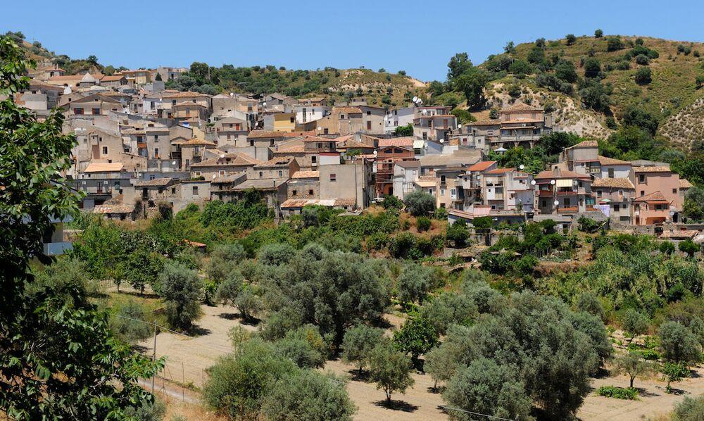 İtalya'ya gelen göçmenlere iş ve barınak imkanı sağlayan Riace kasabası.