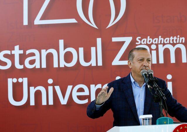 Cumhurbaşkanı Recep Tayyip Erdoğan, Sabahattin Zaim Üniversitesi'nde düzenlenen mezuniyet törenine katıldı.