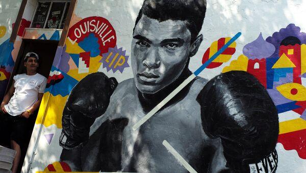 Muhammed Ali için doğduğu Louisville kentinde çizilen bir duvar resmi - Sputnik Türkiye
