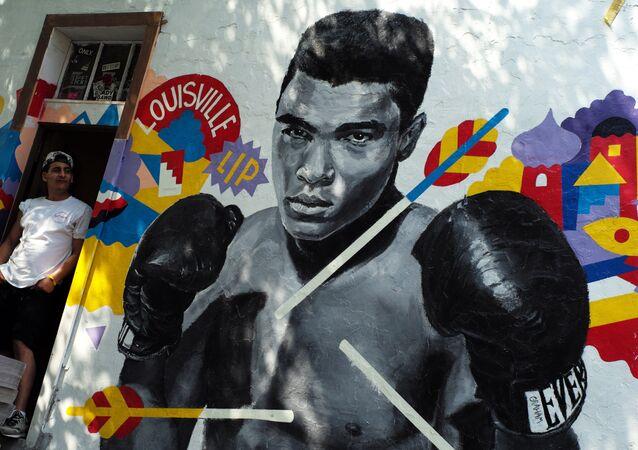 Muhammed Ali için doğduğu Louisville kentinde çizilen bir duvar resmi