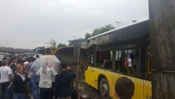 Hafriyat kamyonu metrobüs yoluna girdi - Sputnik Türkiye