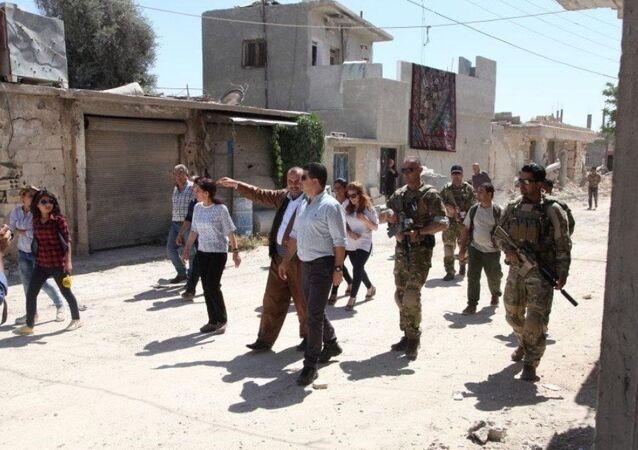 Irak eski Devlet Başkanı Celal Talabani'nin Kürt Bölgesi İstihbarat ve Savunma Ajansı Sorumlusu olan yeğeni Lahor Ceng Talabani başkanlığında bir heyet Kobani'de incelemelerde bulundu.