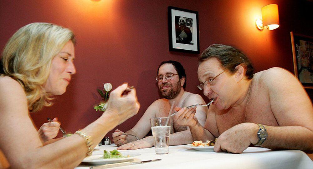 Londra'nın ilk çıplaklar restoranı hizmete açıldı.