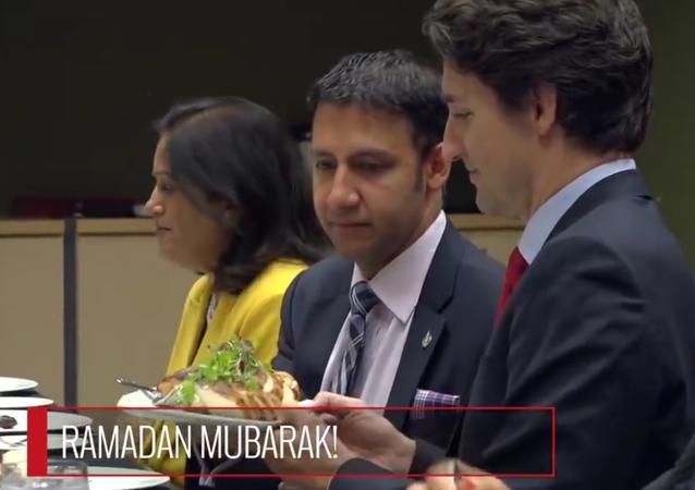 Kanada Başbakanı Trudeau, iftar sofrasında.