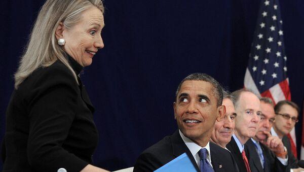 ABD Başkanı Barack Obama ve eski Dışişleri Bakanı Hillary Clinton. - Sputnik Türkiye