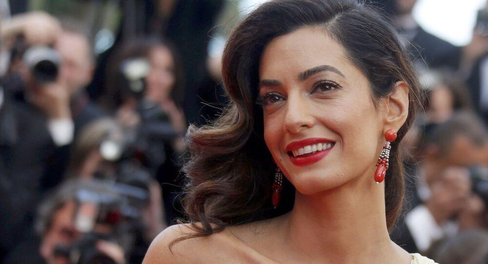 Amal Clooney, eşi George Clooney'nin rol aldığı 'Money Monster' filminin Cannes'daki galasında.
