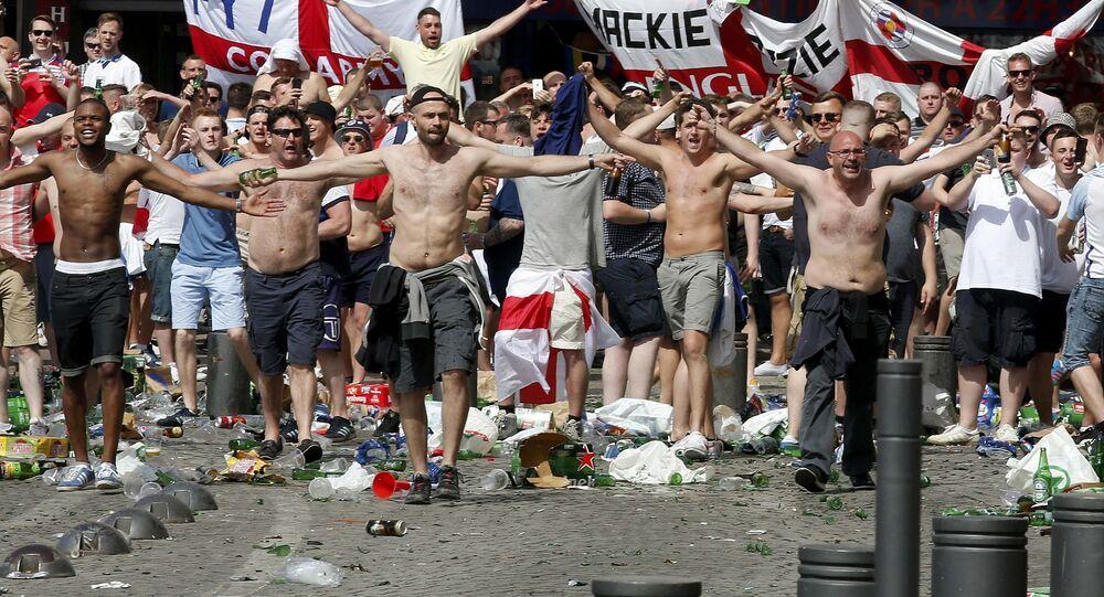 Marsilya'daki İngiliz holiganlar