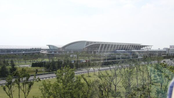 Terminal building at Shanghai Pudong International Airport - Sputnik Türkiye