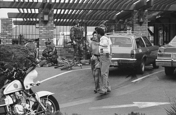 San Diego'daki bir McDonald's restoranında 18 Temmuz 1984 tarihinde 41 yaşındaki James Huberty silahlı saldırı gerçekleştirdi. Saldırı sonucunda 21 kişi hayatını kaybederken, 19 kişi yaralandı. Saldırgan bir keskin nişancı tarafından vurularak öldürüldü. - Sputnik Türkiye