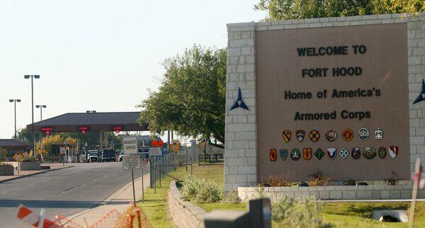 Teksas'taki Fort Hood askeri üssünde ordu psikiyatrı Nidal Hasan, 5 Kasım 2009 tarihinde gerçekleştirdiği saldırıda 13 kişiyi vurarak öldürdü, 32 kişiyi de yaraladı. Saldırgan idam cezasına çarptırıldı. - Sputnik Türkiye