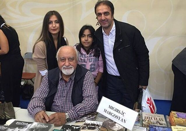 İstanbul İstinaf Mahkemesi üyeliğine atanan Hakim Kemal Şahin'e Ermeni yazarla fotoğrafı çektirmesi nedeniyle HSYK tarafından soruşturma başlatıldı.
