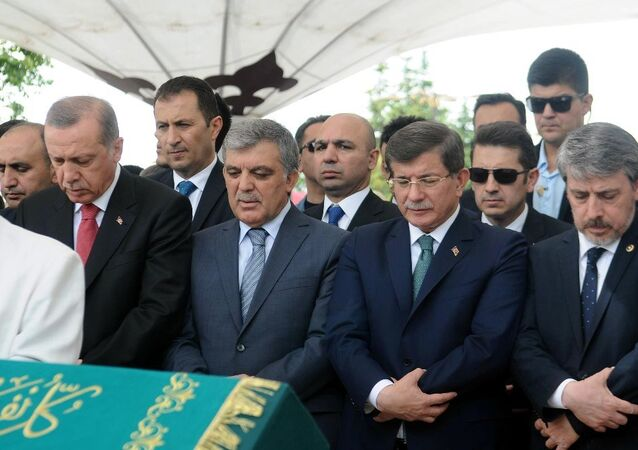 Başbakan Yardımcısı Numan Kurtulmuş'ın eniştesi, İlim Yayma Vakfı'nın eski başkanlarından Asım Taşer, Fatih Camii'nde kılınan cenaze namazıyla son yolculuğuna uğurlandı. Cenazeye Cumhurbaşkanı Recep Tayyip Erdoğan, 11. Cumhurbaşkanı Abdullah Gül ve eski başbakan Ahmet Davutoğlu da katıldı.